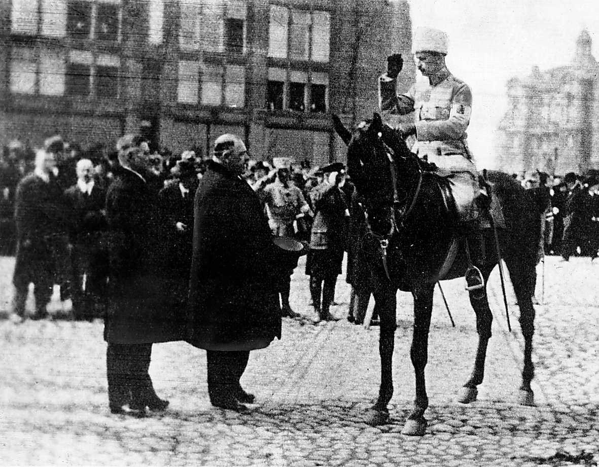 Gustaf Mannerheim beordrade att de rödgardister som kapitulerade skulle skjutas direkt – en ren krigsförbrytelse.