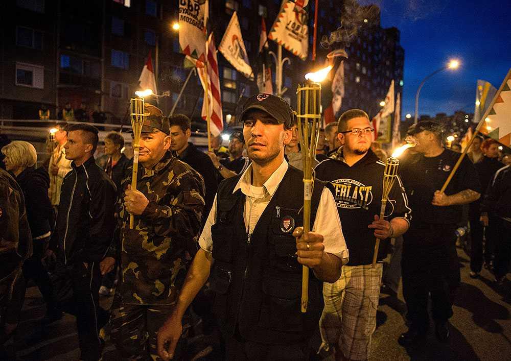 """Serie av manifestationer. """"Livets marsch i Ungern"""" kallar Jobbik en serie av manifestationer. De är ett svar på """"De levandes marsch"""" som hålls varje år till minne av de mördade judarna under andra världskriget. Jobbik anser att det nu är ungrare som är förtryckta."""