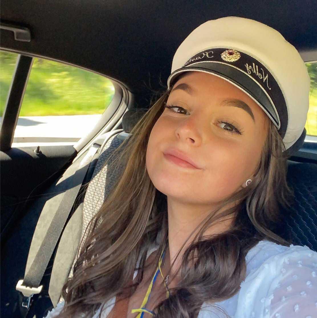 Nelly Karlsson, 18, tog studenten från Nyköpings gymnasium.