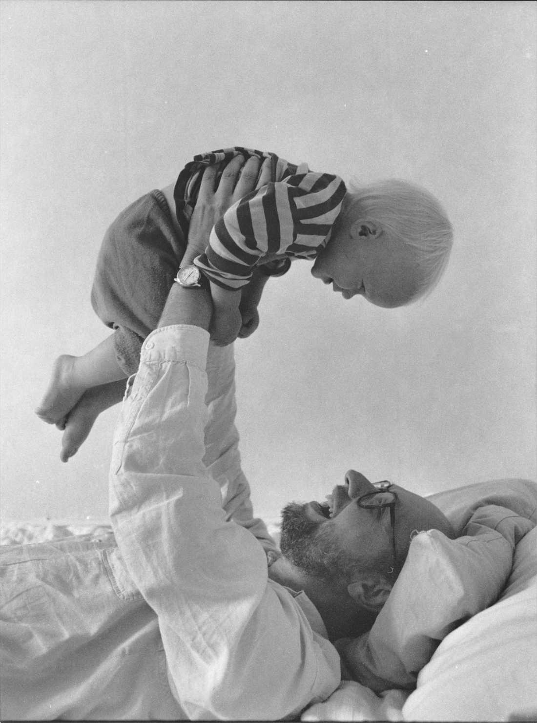 Per Ahlmark med sonen David 1989.