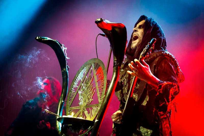 """Adam """"Nergal"""" Darski och Behemoth är kvällens vinnare med en förkrossande attack på Sverigepremiären i Göteborg."""