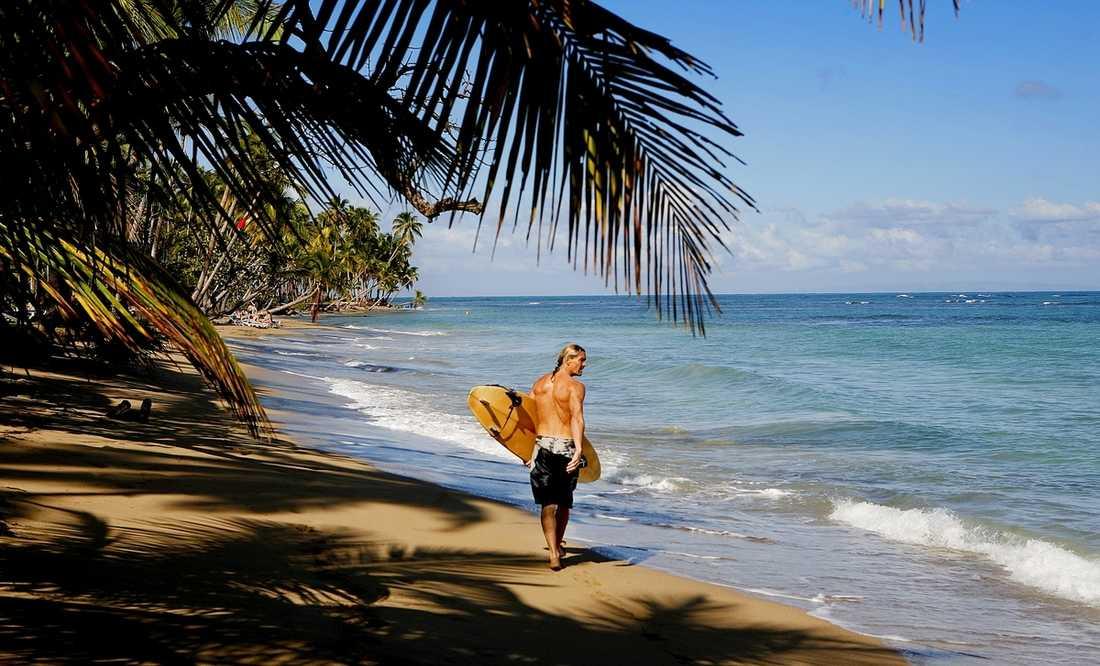 På Playa Bonita behöver du inte trängas – stranden är över en mil lång. Här kan man surfa, eller snorkla vid ett av kustens bästa korallrev.