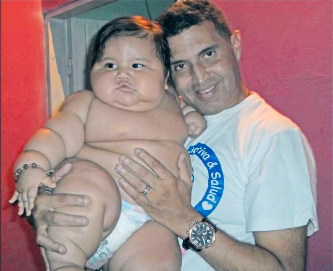 Santiago Mendoza är bara åtta månader gammal men väger redan nästan 20 kilo.