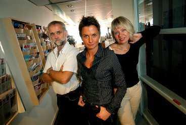 TACKAR OCH TAR EMOT Det är klart att vi försöker dra nytta av serien, säger redaktionschefen Sofia Olsson-Olsén som flankeras av Gubb Jan Stigson och Susanne Jobs.