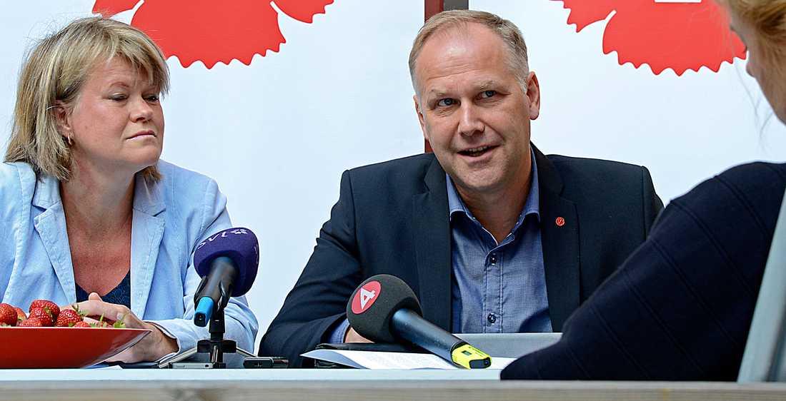 """Jonas Sjöstedt vill nu visa att Vänsterpartiet är """"en garanti mot ett borgerligt parti i regeringen""""."""