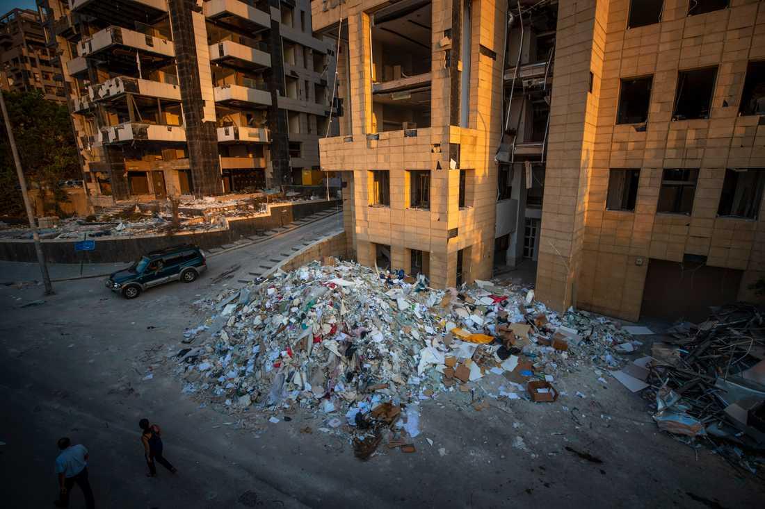 Förstörelsen är stor i närheten av hamnen i Beirut.