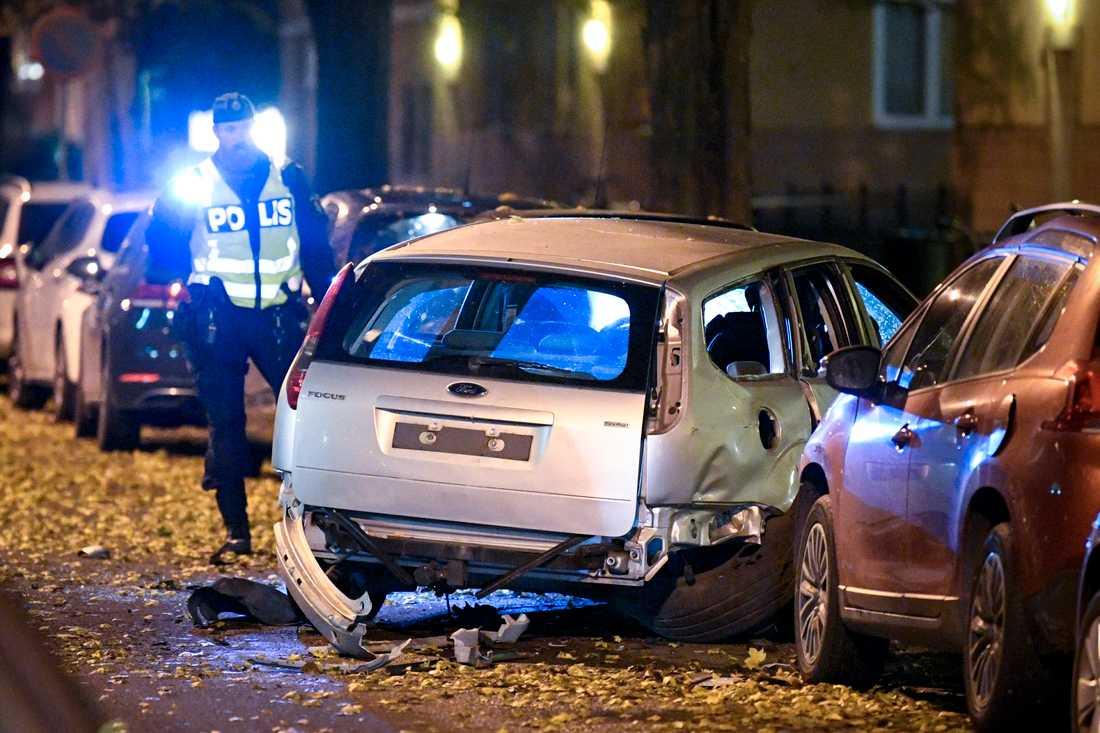 Två bilar har skadats i samband med en sprängning i centrala Malmö.