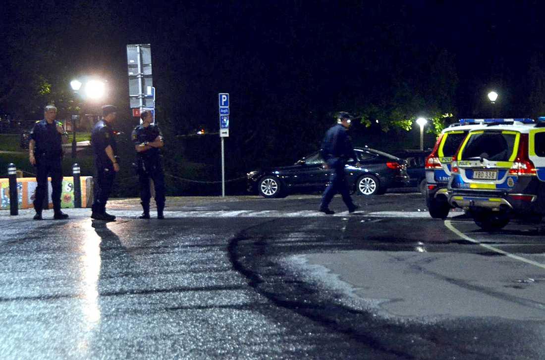 En man har drunknat i centrala Göteborg efter ett nattligt bad.