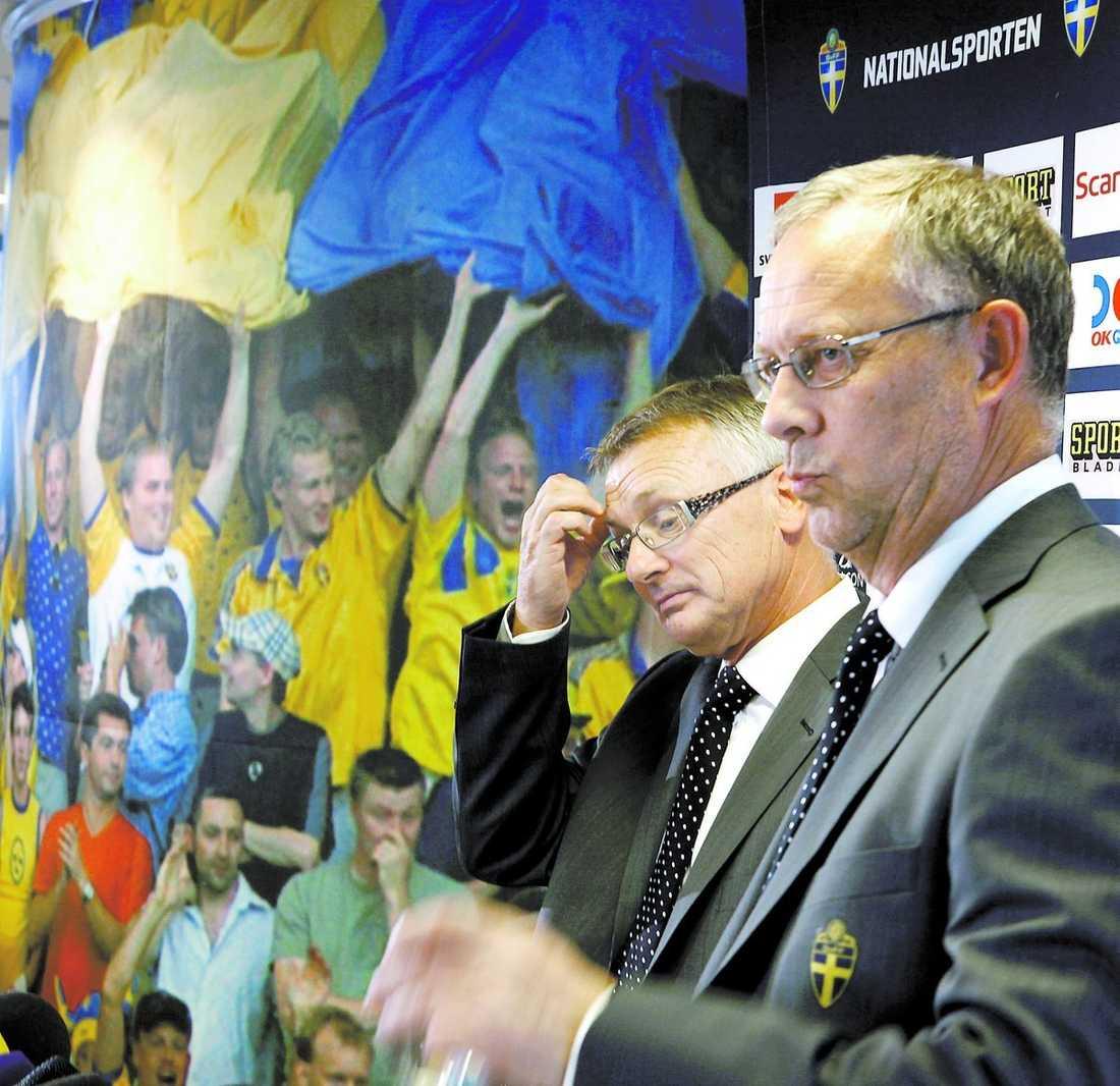 segervissa Roland Andersson och Lasse Lagerbäck tror på seger mot Danmark den 6 juni. I går presenterades truppen till EM-kvalet.