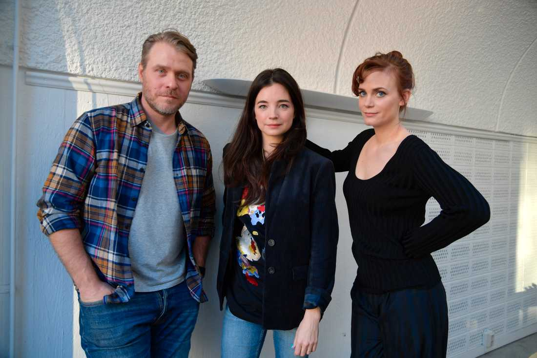 """Henrik Norlén, Louise Peterhoff och Liv Mjönes medverkar i tv-serien """"Tsunami"""" som börjar sändas i SVT den 3 februari."""