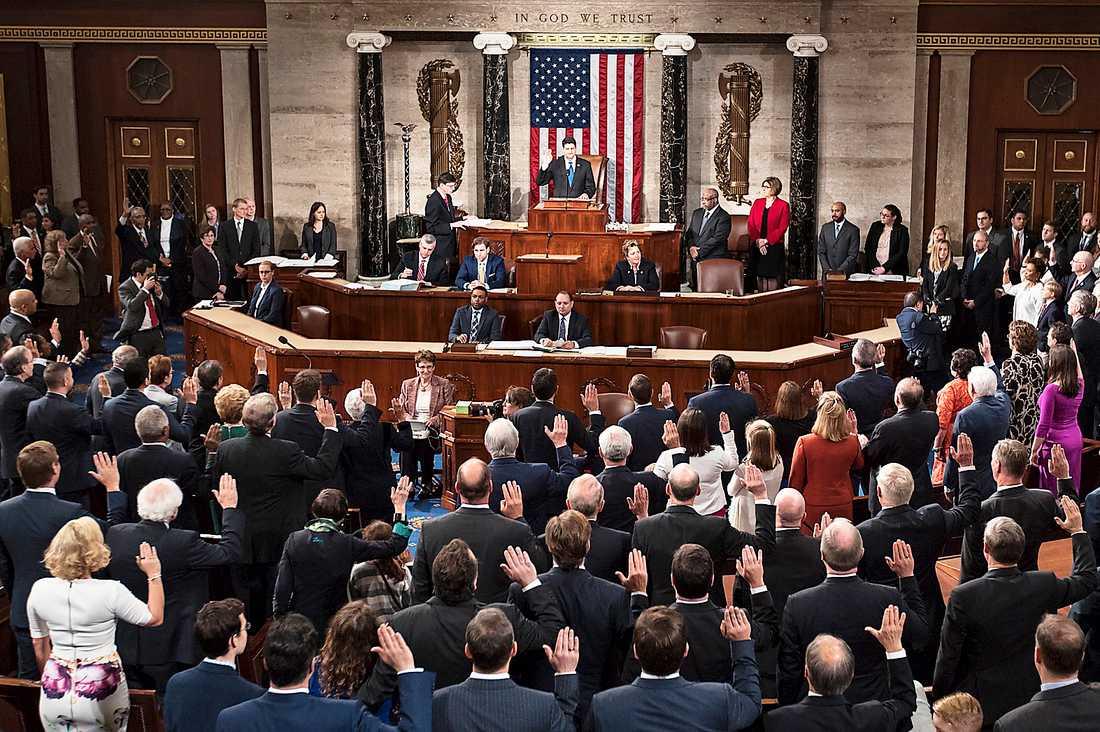 I dagens mellanårsval står de 435 platserna i representanthuset (bilden) på spel, liksom cirka en tredjedel av stolarna i USA:s senat.