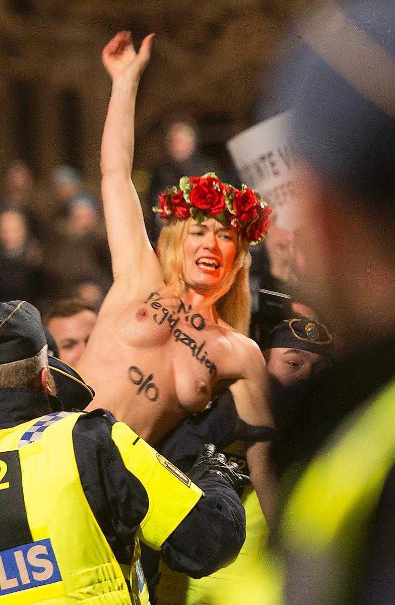 Femen-aktivisten Jenny Wenhammar åtalades för sin nakenprotest mot Pegida-rörelsen i Malmö februari. I dag frikändes hon.