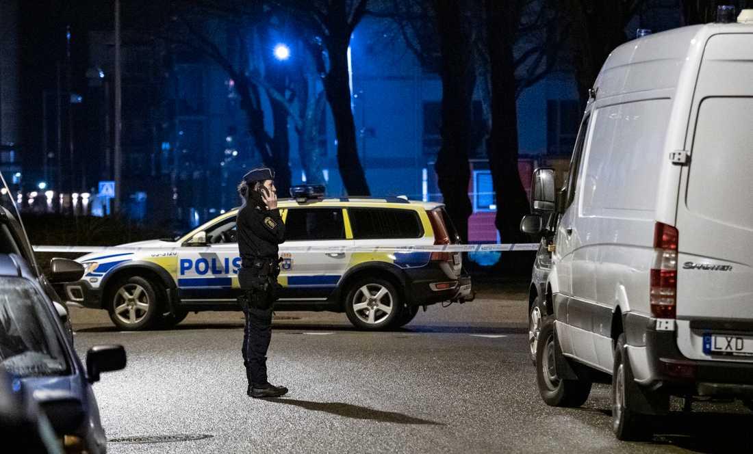 Polis och bombtekniker på plats i centrala Landskrona
