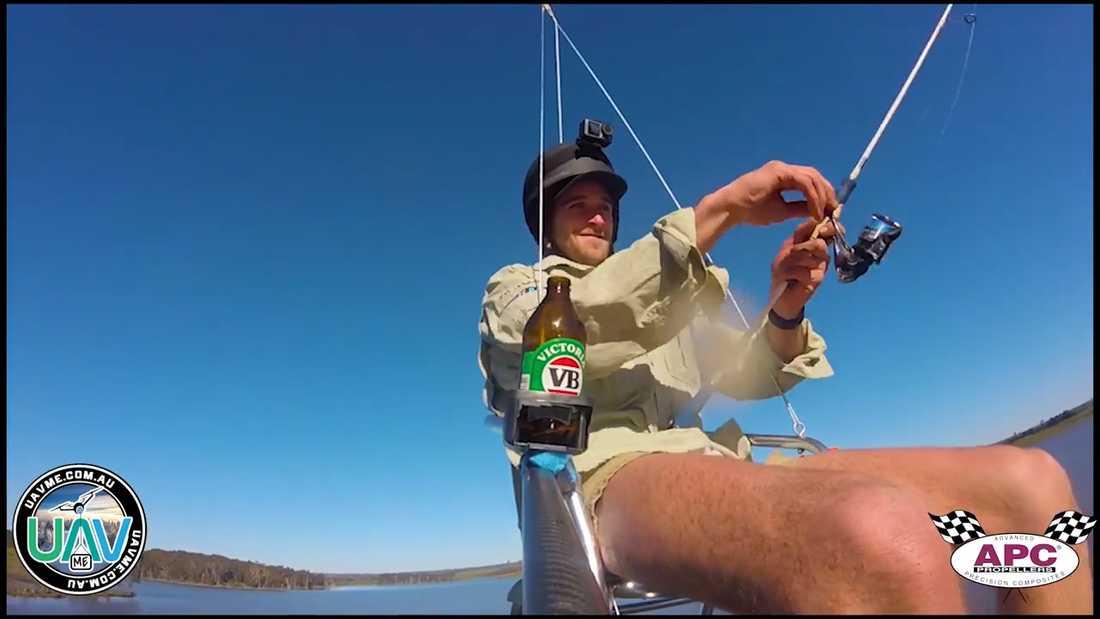 Hjälm, öl och fiskespö fick följa med upp i luften.