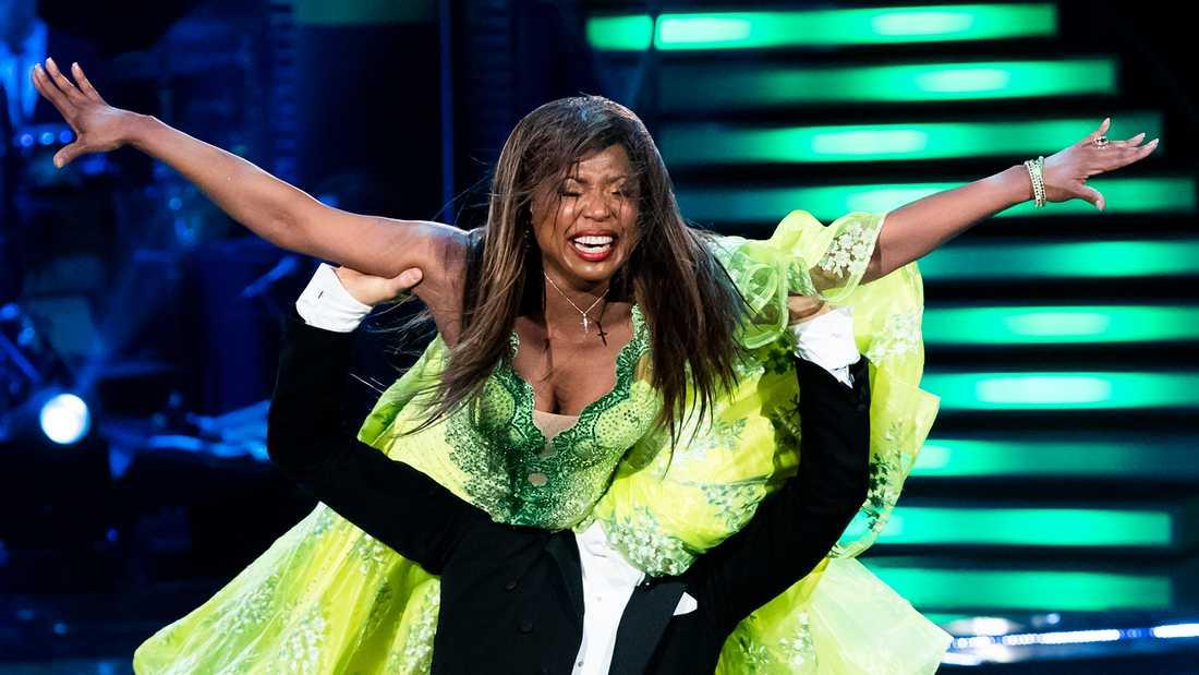 """LaGaylia Frazier är kvar i """"Let's dance""""."""