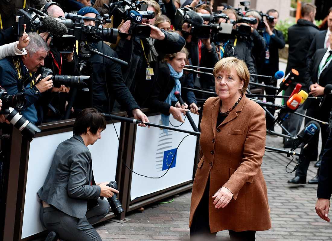 Angela Merkel anländer till toppmötet.