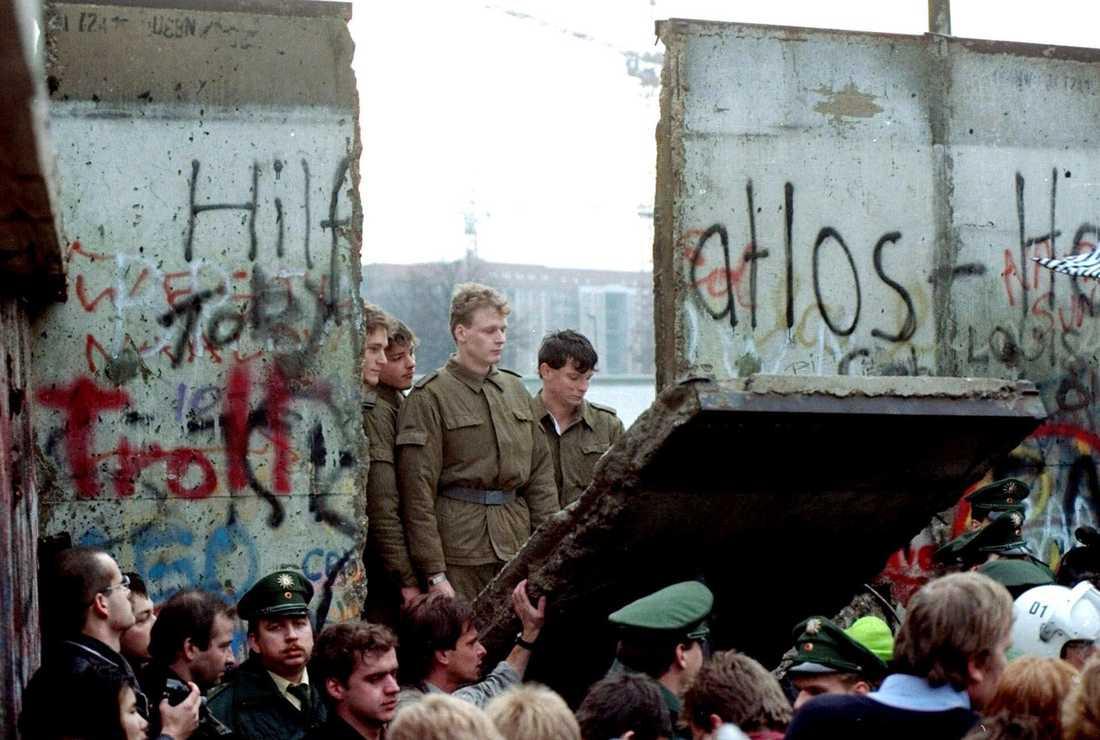 Scener från Berlinmurens fall för 30 år sedan.