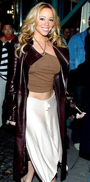 HAR LÄMNAT SVERIGE Vid 18-tiden i går klev Mariah Carey ombord på sitt privata plan med destination Rotterdam i Holland.
