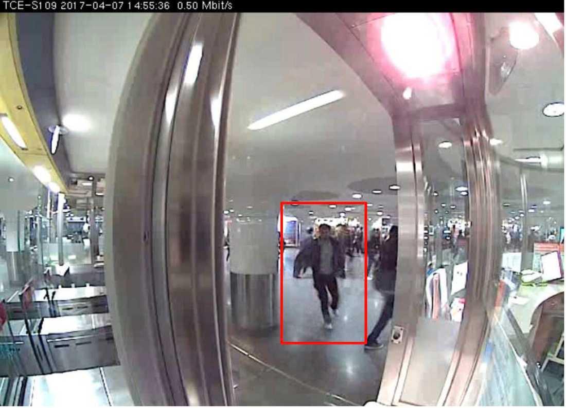 Akilov flyr via T-centralen