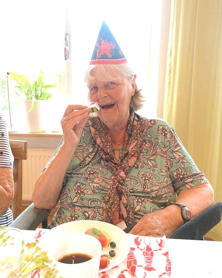 Karin, 89, tyckte att kräftskivan var fantastisk.