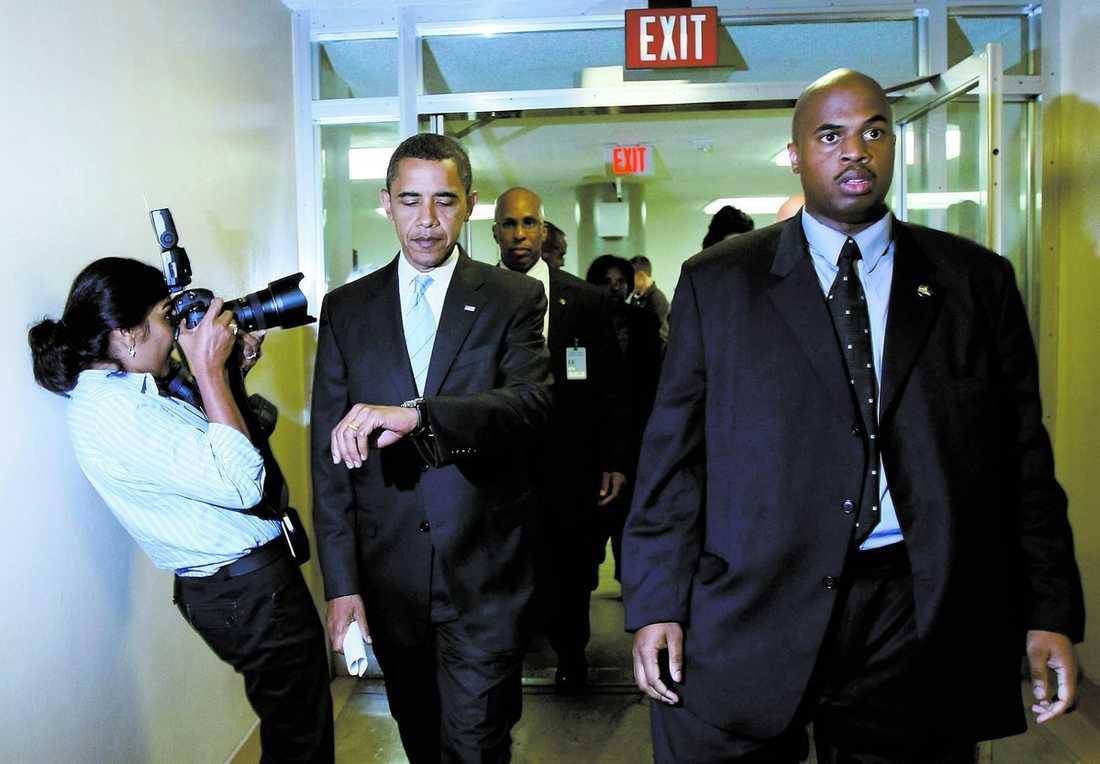 vädjade Demokraternas presidentkandidat Barack Obama vädjade i går till senaten att anta räddningsplanen. Uttalandet gjordes tillsammans med John McCain. I natt röstade Obama ja till förslaget.