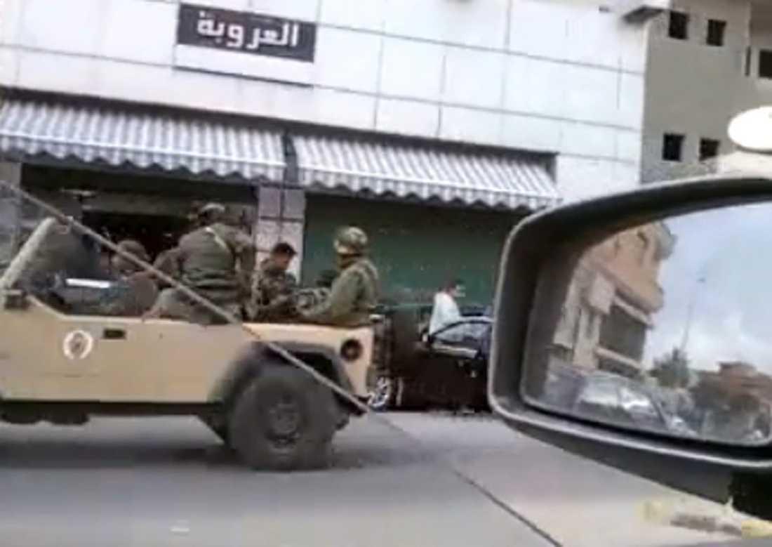 diktatorns bödlar Legosoldaterna har fått order att döda och rapporteras skjuta rakt in i folksamlingar. Enligt experter är betalda bödlar en ren förutsättning för Gaddafis skräckvälde, eftersom han inte har vågat ha en stark militär. |