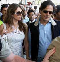 Elizabeth Hurley och hennes indiske make Arun Nayar.