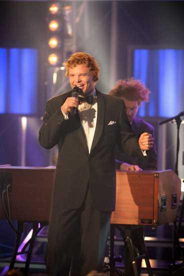"""Daniel Lindström är definitivt publikens favorit i """"Idol 2004"""". Det står klart trots att TV4 försöker hålla det hemligt. Nästan varannan vill att han ska vinna."""