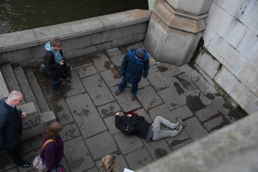 En av många skadade efter attacken.