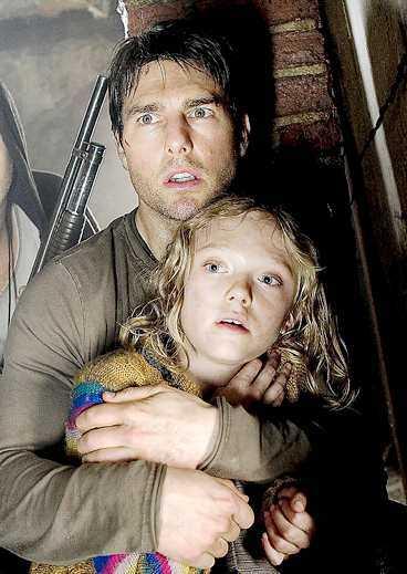 """Det gäller att fly för livet i """"Världarnas krig"""" där Tom Cruise och Dakota Fanning har huvudroller."""