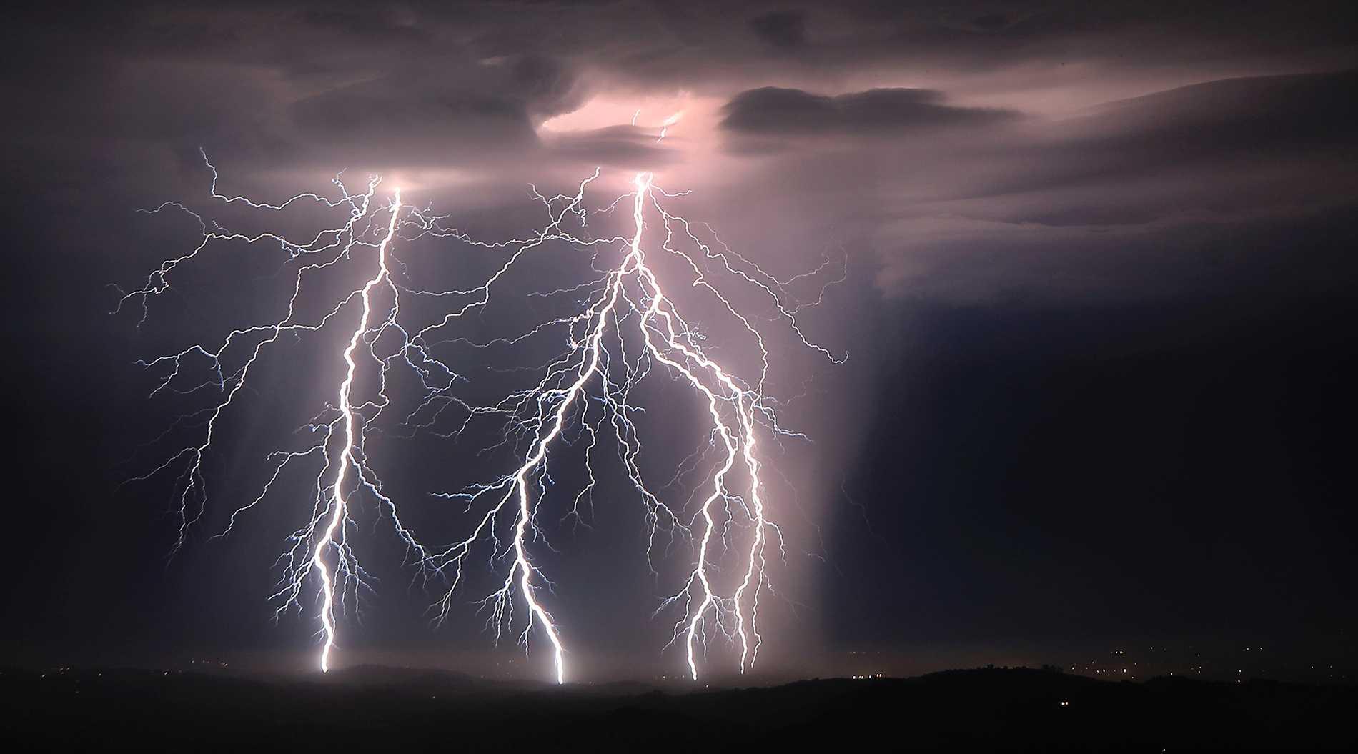 SMHI varnar för åskoväder på flera håll i landet.