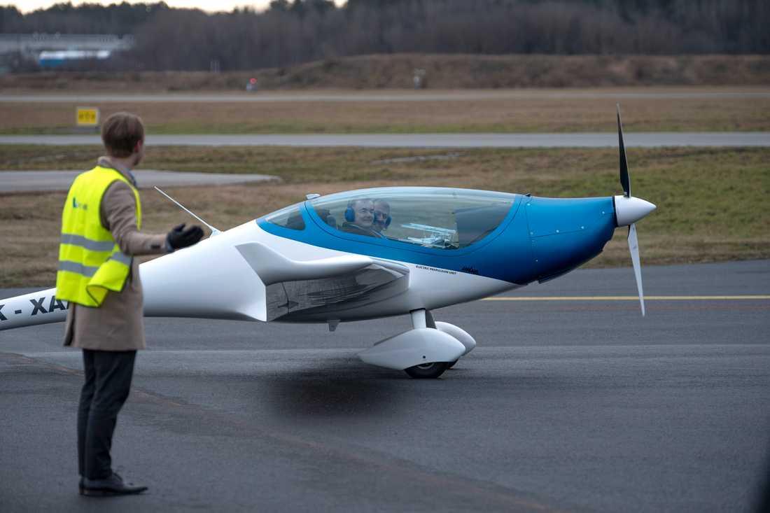 Utvecklingen av elflygplan pågår nu för fullt i världen. Det tjeckiska planet Onix (bilden) har visats upp på Bromma flygplats men även från svenskt håll utvecklas en modell, tänkt att rymma 19 passagerare och med en räckvidd på 400 kilometer.