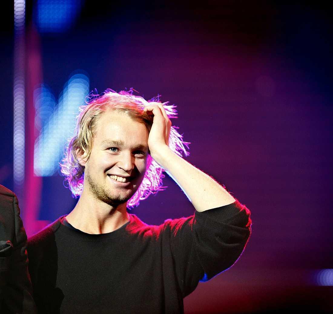 """PENDLAR TILL OSLO  Björn Gustafssons nya flickvän är norska journalisten Kristine Riis, så den svenske komikern reser nu ofta till Oslo. """"Det funkar fint"""", säger Kristine."""