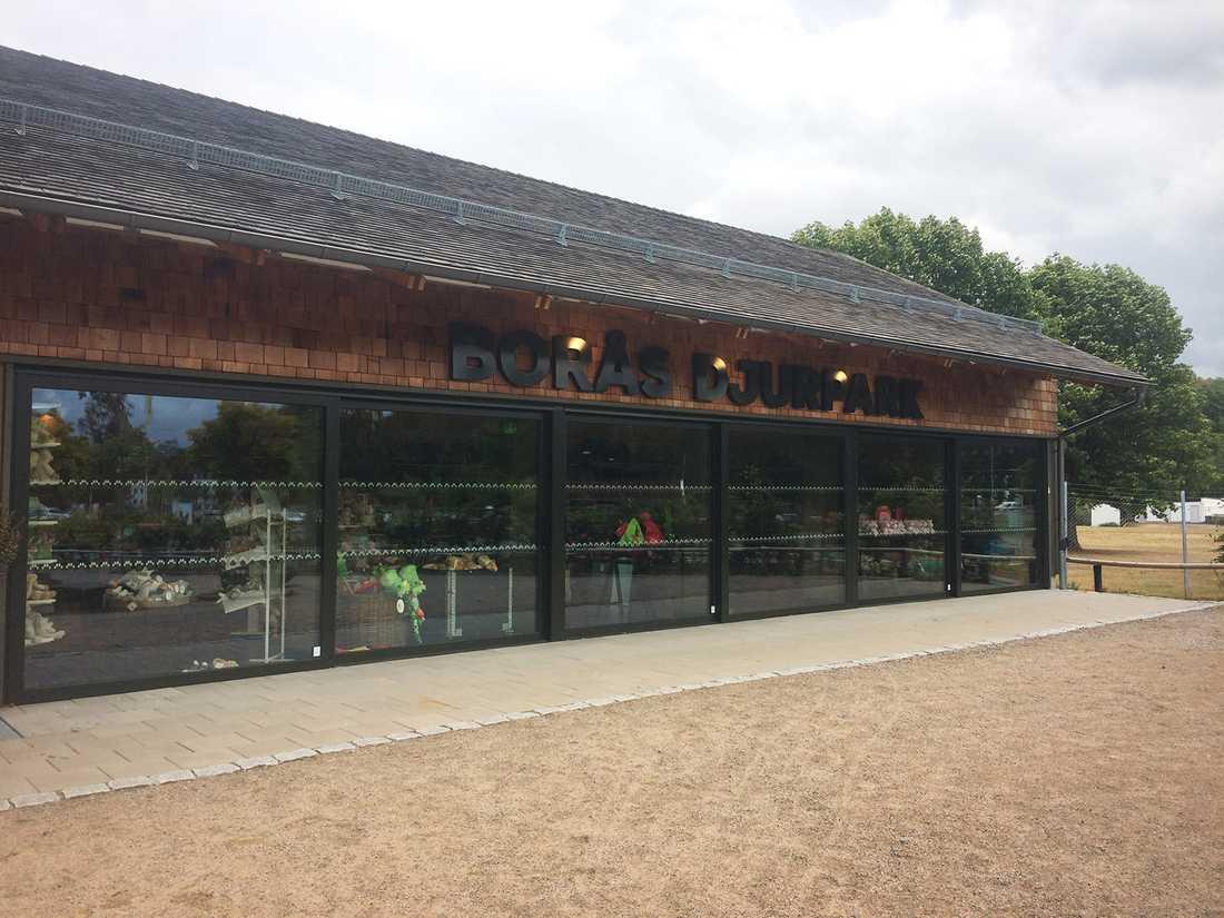 Borås djurpark har utrymts.