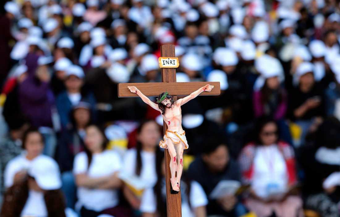Kritiker kräver att mer görs för att ta itu med sexövergreppen inom katolska kyrkan. Arkivbild.