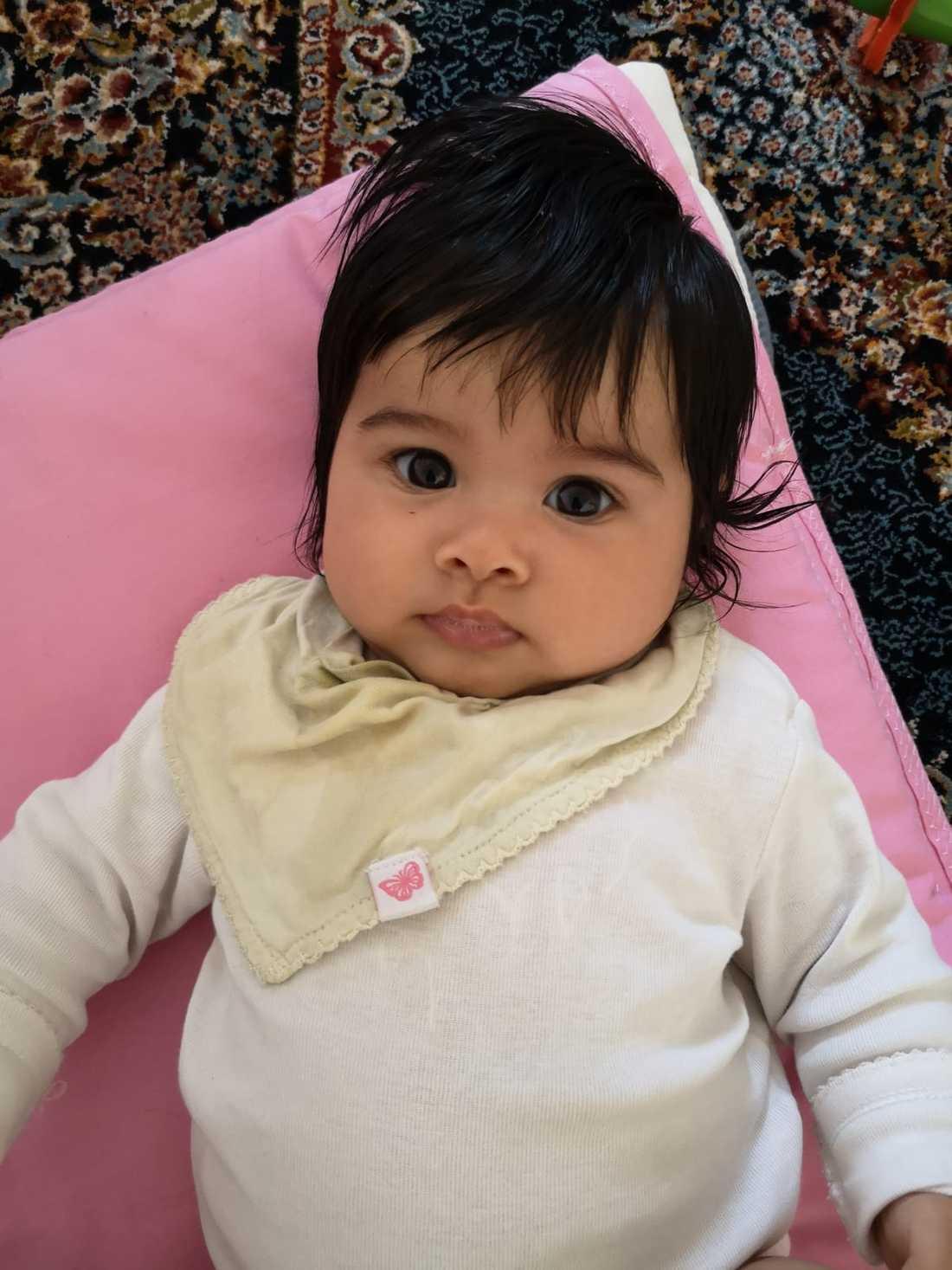 Dinah är snart fem månader och dotter till Dawoud Zamen Ansari i Linköping.