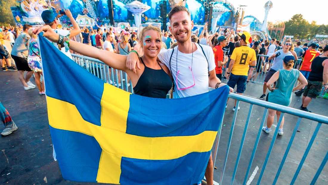 Initiativtagaren till Avicii-hyllningen Jonas Thordeman (till höger) och Viktora Gustafsson.