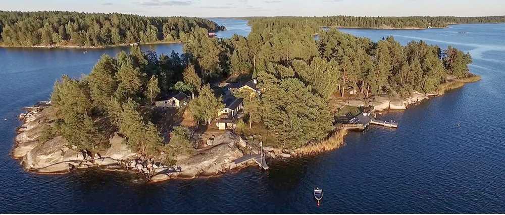 För i runda slängar 16 miljoner kronor får du en egen ö i Stockholm skärgård.