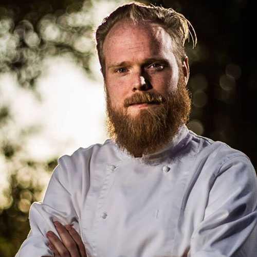 """Joel Lindqvist är aktuell med föreläsningar och kurser och dessutom har han startat en egen hemmakrog. Han vann """"Dessertmästarna"""" 2014."""