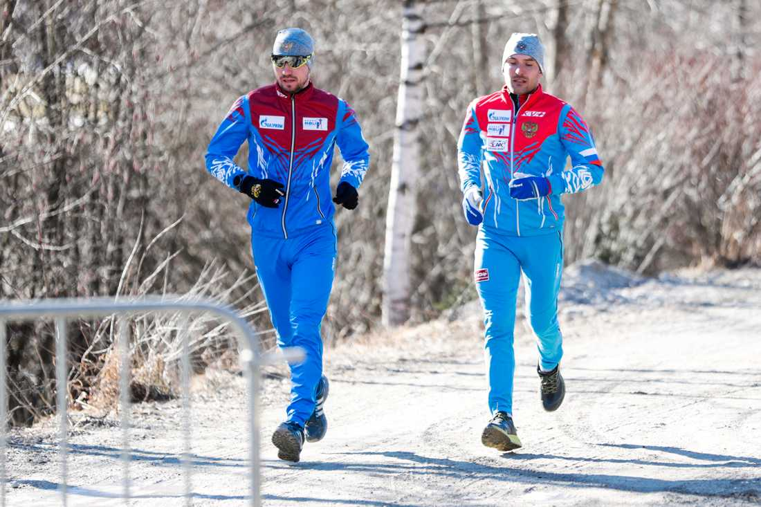 Alexander Loginov, till vänster, under en löprunda på lördagen.