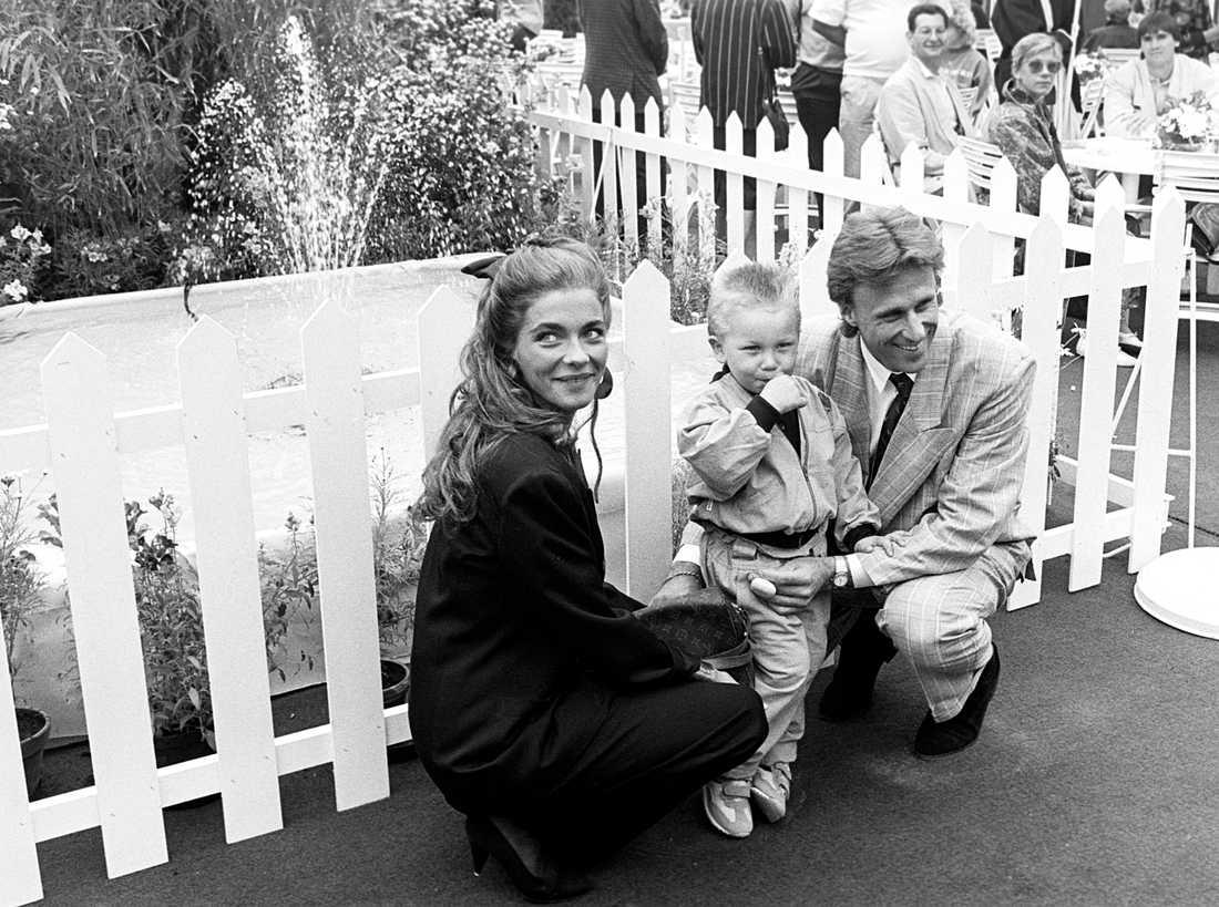 1988. Mamma Jannike och pappa Björn.