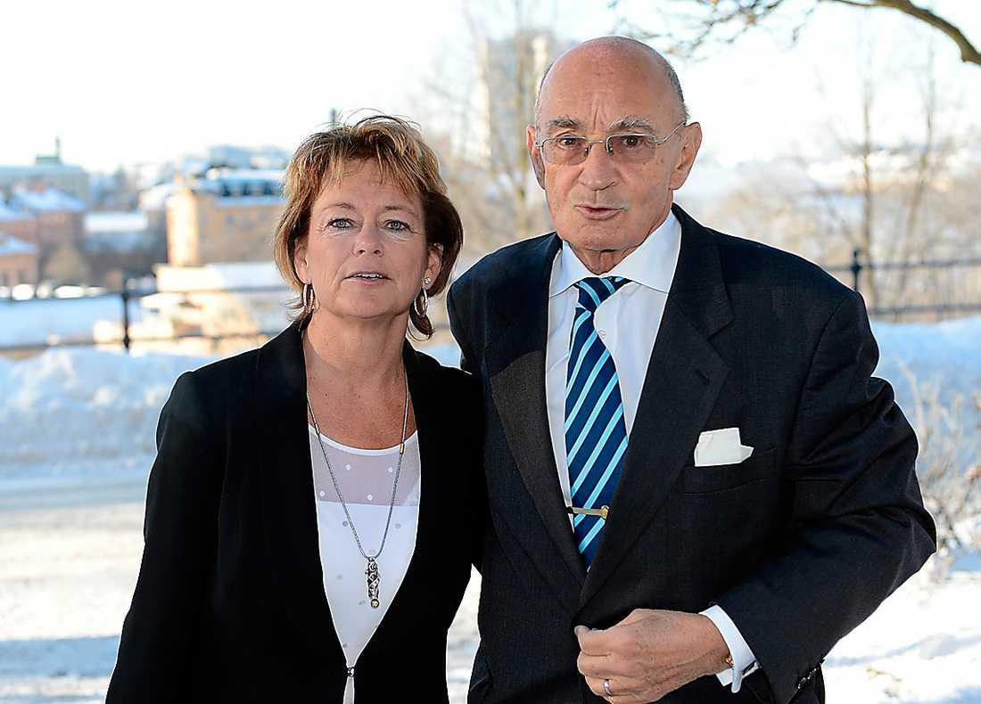Kultur- och idrottsminister Lena Adelsohn Liljeroth (M) kom med sin man, den tidigare M-ledaren Ulf Adelsohn. Båda har samarbetat med Carlberg, som var socialdemokrat. – Anders var en person som stod över politiken, säger Lena Adelsohn Liljeroth.