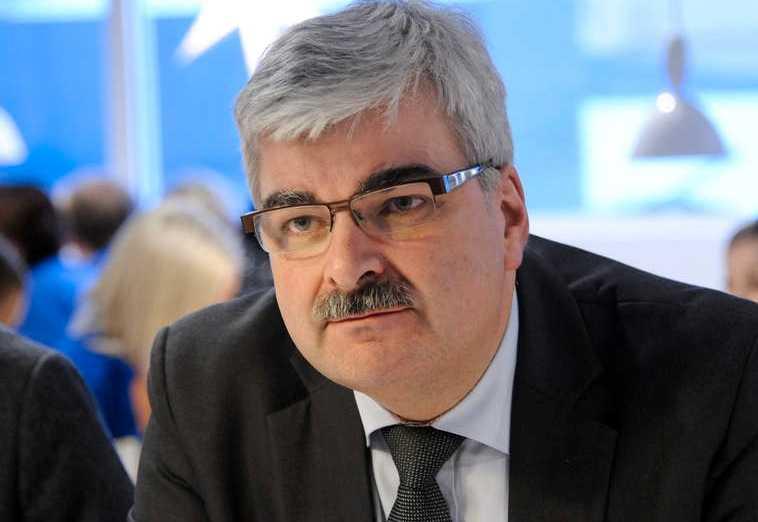 Majoriteten av de socialdemokratiska väljarna vill att Håkan Juholt ska avgå som partiledare.