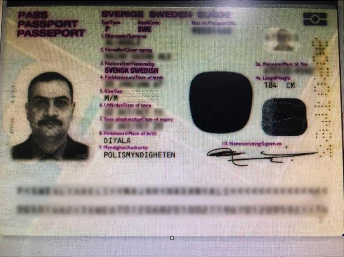 Mannens svenska pass.