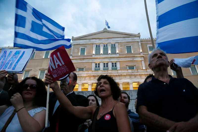 Flera europeiska experter, däribland tidningen Le Monde Diplomatique, anser att finansiella krafter med stöd från EU leder ett angrepp mot den grekiska demokratin. Foto: Petros Karadjias