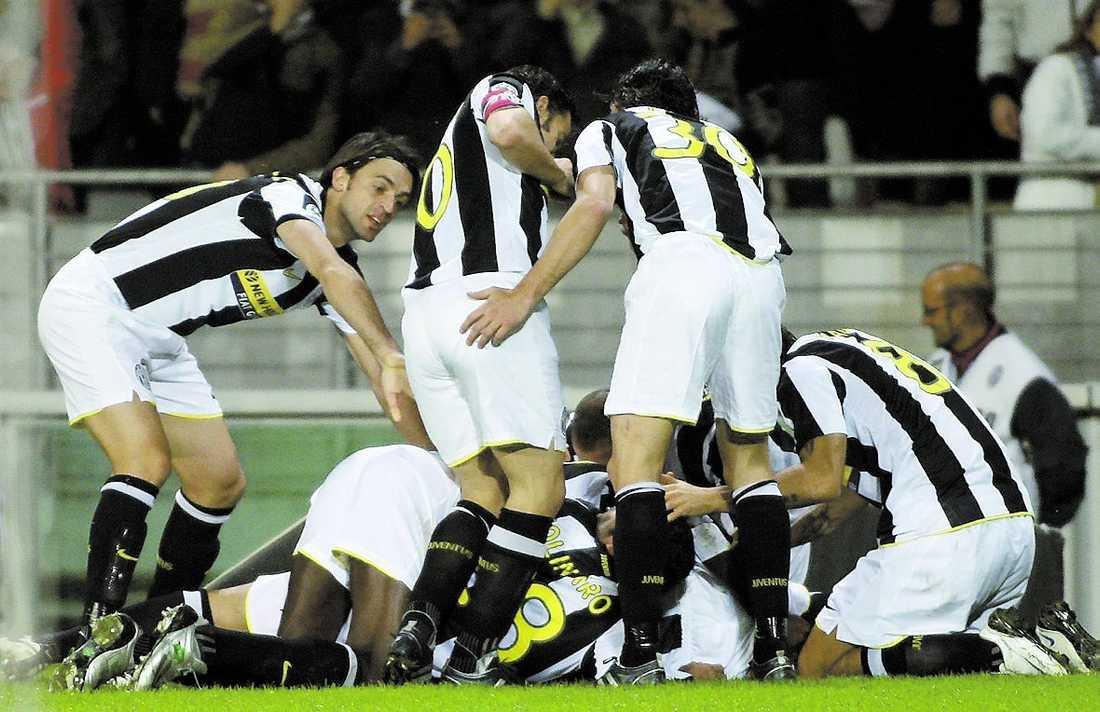 Det är okej att fira tillsammans, men inte att vara homosexuell i den italienska fotbollen.