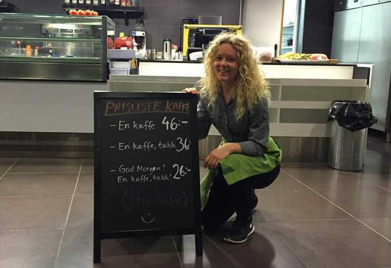 Towe Besseling jobbar som barista på cafét på högskolan BI, som ligger i Oslo.