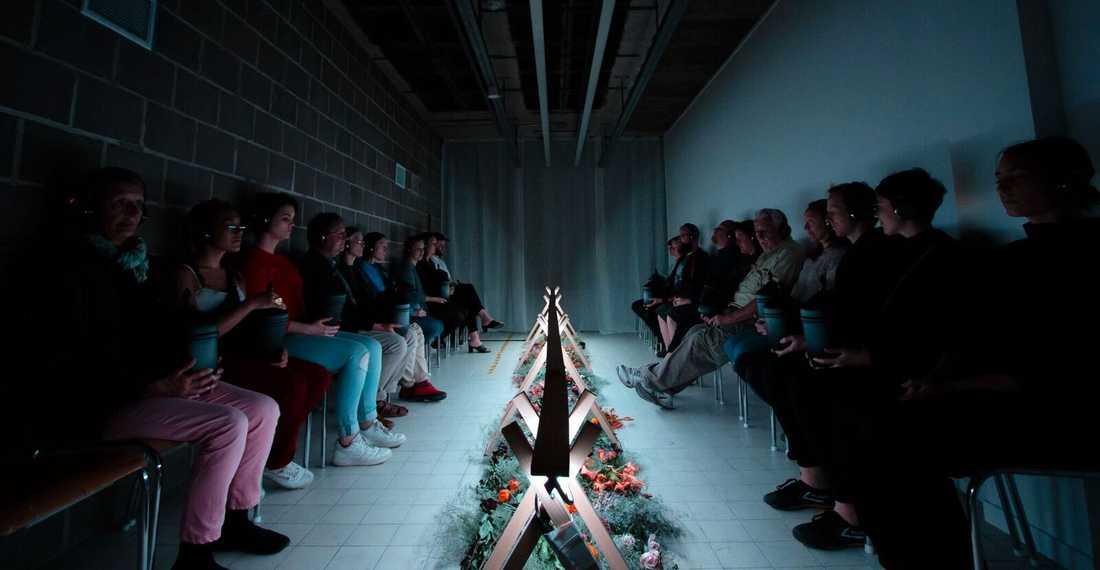 """Osynliga teaterns teaterperformance """"Slutet"""" handlar om döden"""