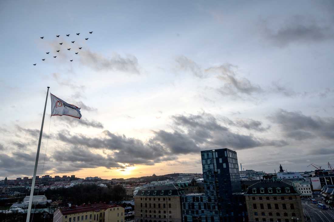 Skaraborgs flygflottilj, F7, genomförde sin årliga julgransflygning med Jas 39 Gripen, bland annat över Göteborg.