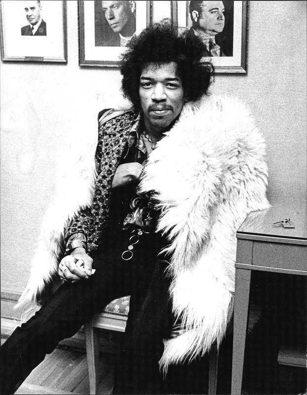 """10. Rocklegendaren Jimi Hendrix fick feeling och skrev ner sina innersta tankar till en kär vän, brevet är odaterat """"Lilla tjej… Lyckan finns inom dig… Så lås upp kedjorna runt ditt hjärta och tillåt dig att växa. Jag gillar den söta blomma som du är. Jag vet svaret. Sprid dina vingar och släpp dig FRI. Älskar dig för evigt, Jimi Hendrix"""""""